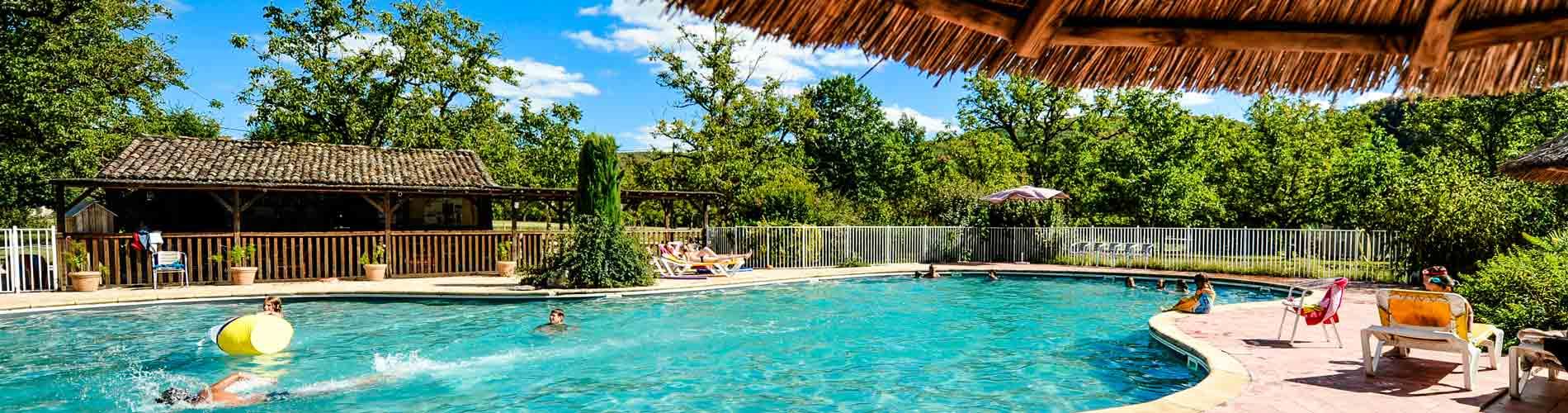 Camping lot avec piscine camping avec espace quatique for Camping lozere avec piscine