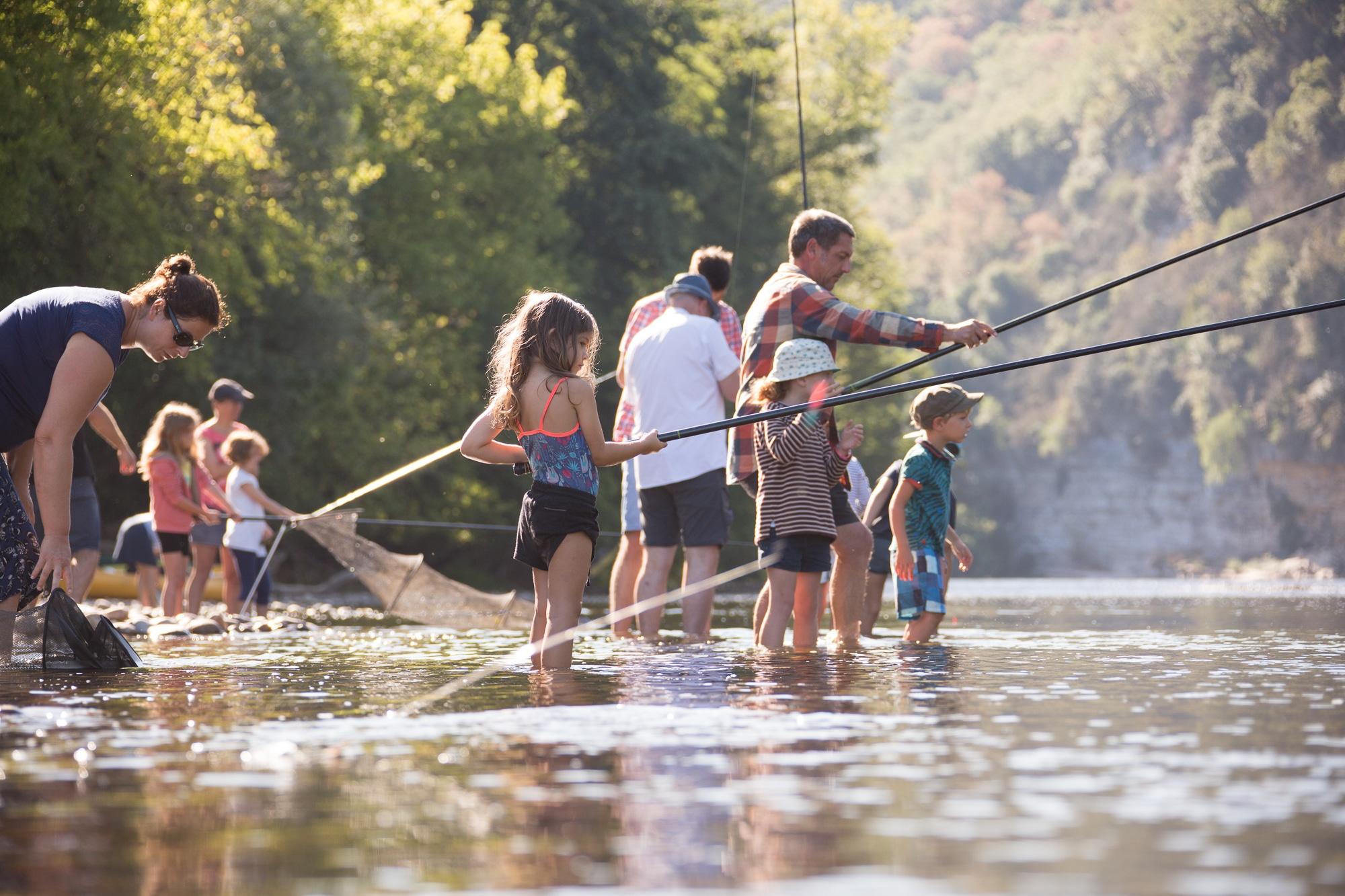 pêche les pieds dans l'eau